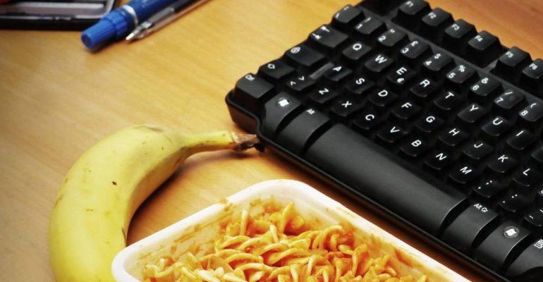 Attenzione alla pausa pranzo in ufficio!
