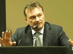 """Romani, """"bene banche libere da npl, ma niente vantaggi ai furbetti"""""""