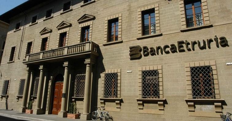 Palazzo_Albergotti_esterno_banca Etruria