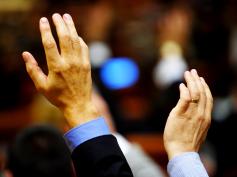 Assicurazioni, assemblee approvano a larghissima maggioranza contratto Ania